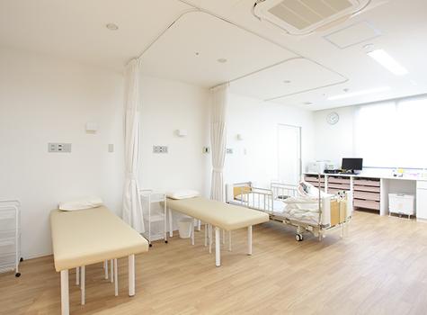 処置室 TREATMENT ROOM